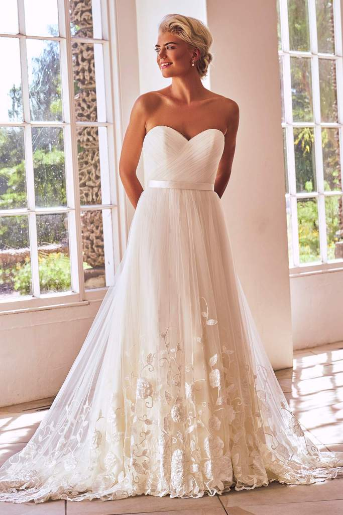 Style 2703 by Benjamin Roberts - Find Your Dream Dress