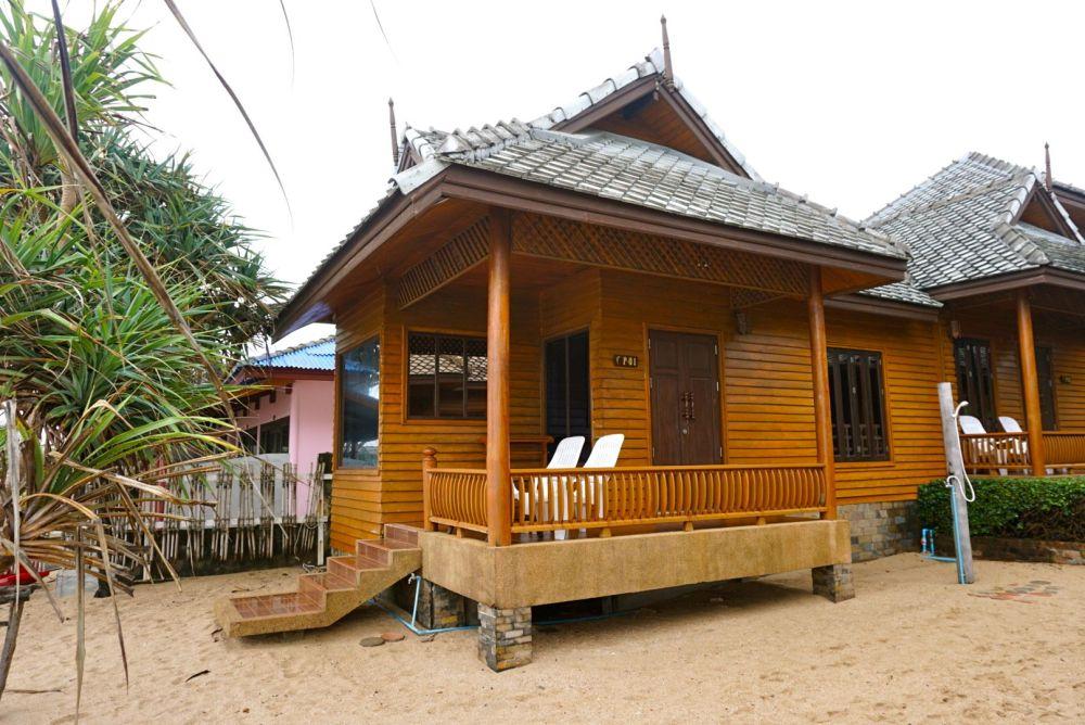 Baan Pakgrasi Beach Bungalow