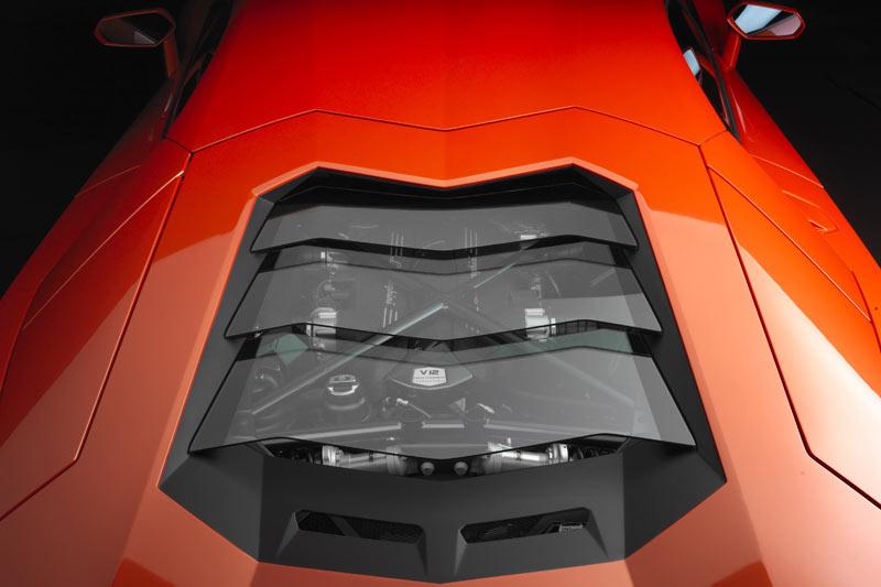 Einblick in den 700PS-Motor des Aventador