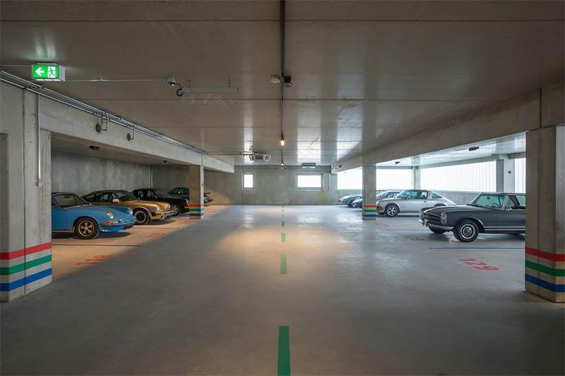 Ein Parkhaus für klassische Automobile im Frankfurter Osten