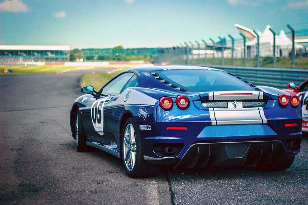 Sportwagen mieten für die Rennstrecke