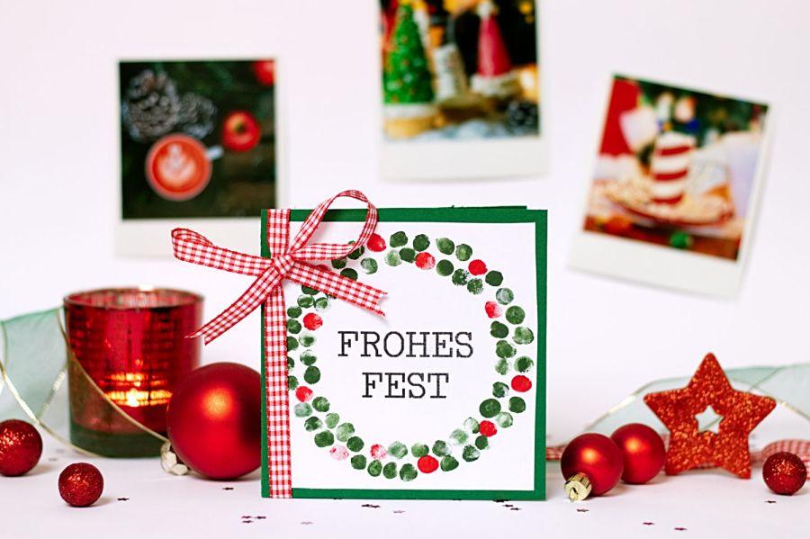 Fingerabdruck Karte Weihnachtskranz - Winter Bastelideen für Kinder