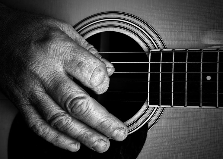 Guitare main