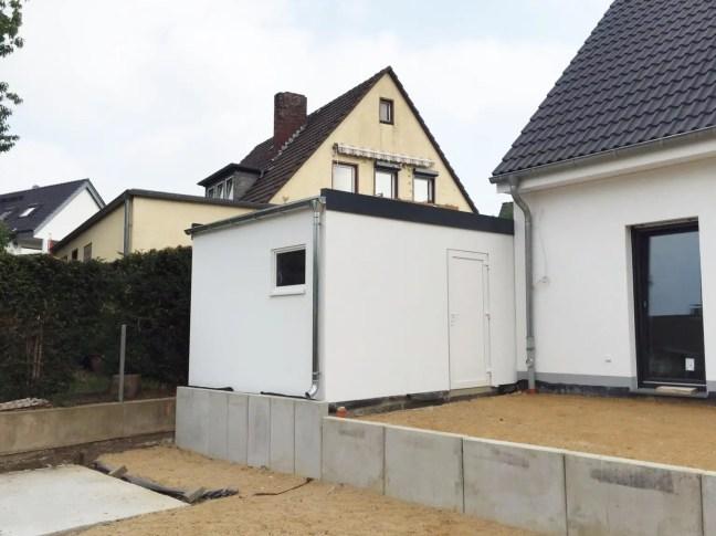Garage in Holzständerbauweise mit Fenster und Tür