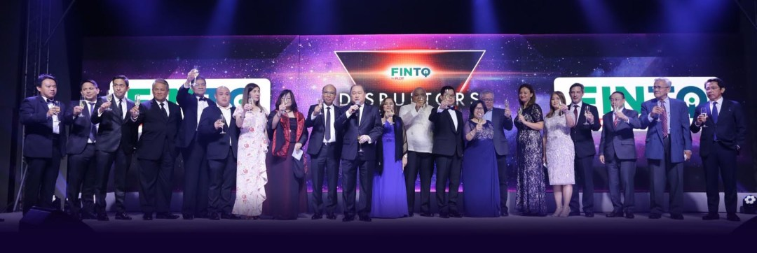 From left to right: Department of Agriculture Undersecretary Ariel Cayanan; PLDT and Smart Wireless Consumer Head and SVP Oscar Reyes, Jr.; PLDT and Smart Enterprise Head and SVP Jovy Hernandez; PLDT/Smart Chief Revenue Officer Eric Alberto; Chamber of Thrift Banks President Greg Anonas; Rural Bankers Association President Gino Gabriento; GoNegosyo Agripreneurship Adviser Ginggay Hontiveros-Malvar; CoopHub Chairperson Karina Zobel; Voyager Innovations President and CEO Orlando B. Vea; PLDT Group Chairman Manuel V. Pangilinan; BSP Deputy Governor Chuchi Fonacier; Executive Secretary Salvador Medialdea; FINTQ Managing Director Lito Villanueva; Securities and Exchange Commission Chairperson Teresita Herbosa; Trade and Industry Sec. Ramon Lopez; FinScore Country President Diana Krumova; Transunion Country President Pia Arellano; Credit Information Corporation President Jaime Garchitorena; Insurance Commissioner Dennis Funa; BSP Credit Surety Fund (CSF) Special Program Chairman Oscar Tayko; Liga ng mga Barangay National President Edmund Abesamis