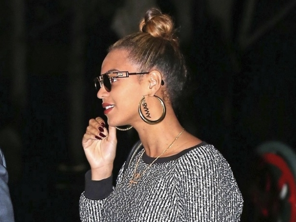 nick-cannon-beyonce-knowles-jay-z-obama-earrings-102212-600x450