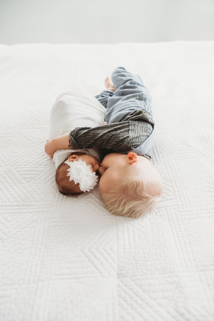lifestyle newborn photography in seattle