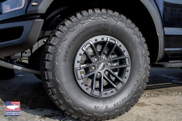 Ford Raptor Supercab e Dodge Ram Power Wagon White