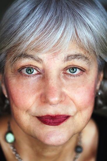 ritratto donna primo piano, foto Fiorella Sanna