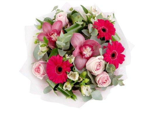 Bouquet con fiori di cymbidium rosa zoom
