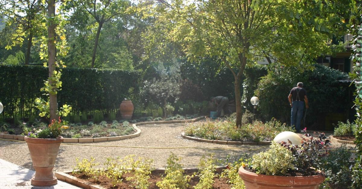 giardino geometrico con aiuole circolari