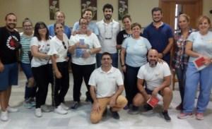 Alumnos y profesores en el curso de manejo del desfibrilador