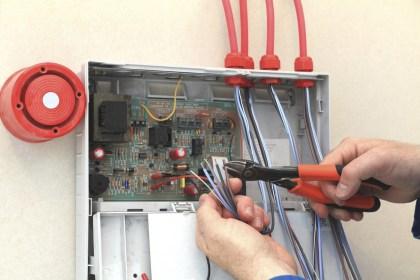 Fire-alarm-engineer-working-1400x400[1]