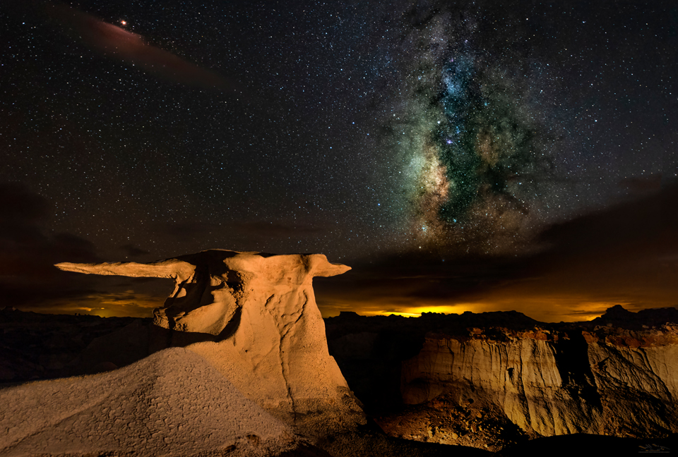 How to photograph the Milky Way. A detailed description of the equipment, software, and techniques used for high-quality Milky Way photography.