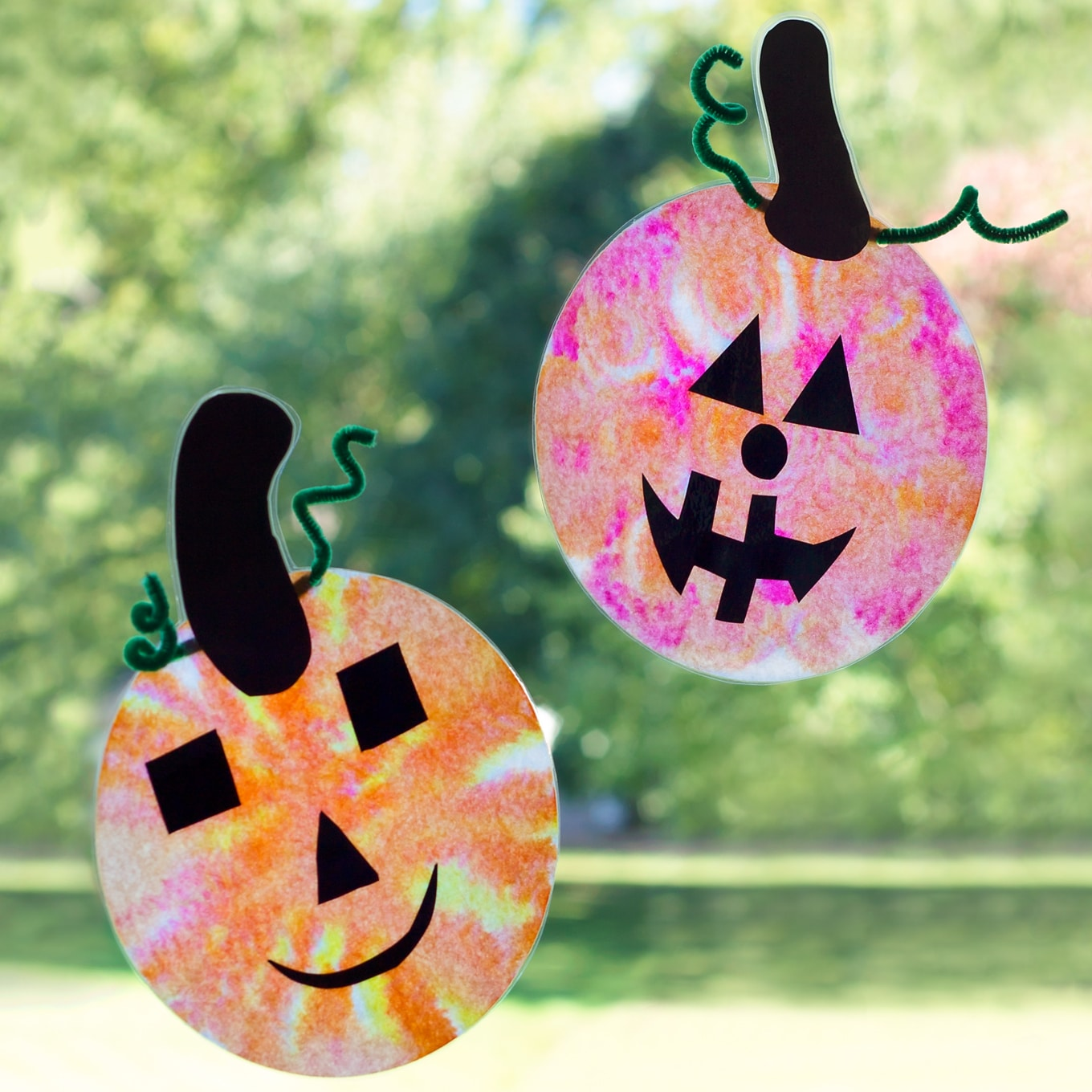 Just in time for Halloween, learn how to make adorable and simple jack o'lantern suncatchers with markers, coffee filters, and water.