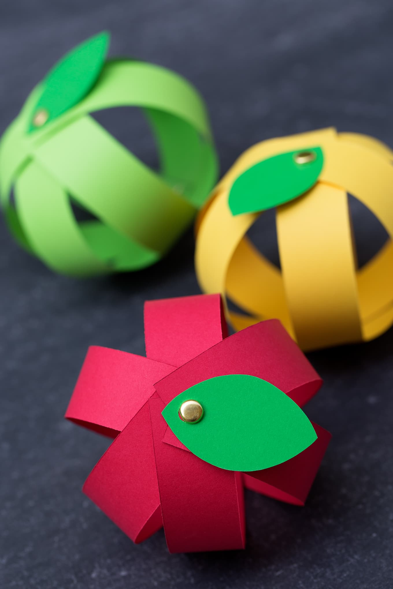 Kids Love This Easy Paper Apple Craft
