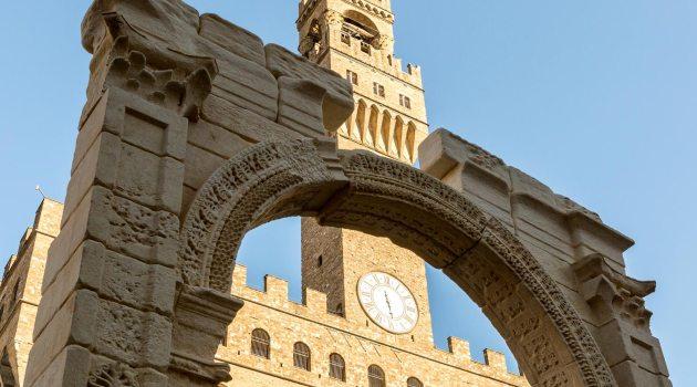 L'arco di Palmira ricostruito in Piazza della Signoria a Firenze