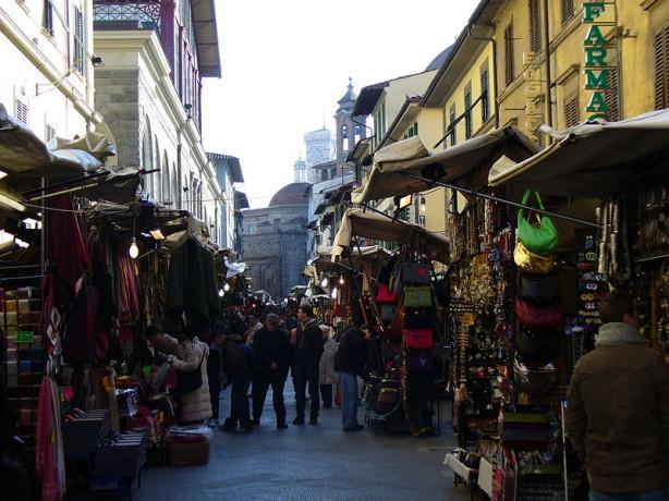 Si è arenata, negli ultimi mesi, la questione della riorganizzazione del mercato di San Lorenzo (autore: Freepenguin fonte: Wikipedia)