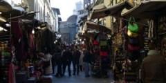 Roberto racconta pregi e difetti del mercato (autore: Freepenguin fonte: Wikipedia)