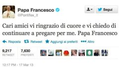 Papa Francesco con l'iPad lancia il suo primo tweet