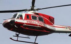 Elicottero dei vigili del fuoco in azione