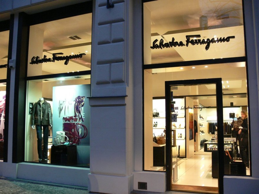 Negozi on line pirata smascherati da Ferragamo