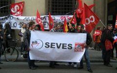 """""""No alla chiusura"""": oggi la fiaccolata dei lavoratori di Seves e Sun Chemical"""