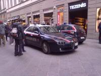 L'intervento dei carabinieri in via Calzaioli