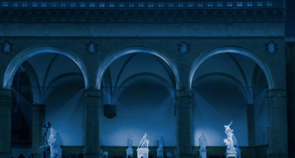 La Loggia dei Lanzi illuminata di blu