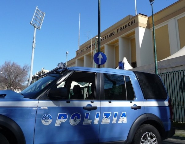 Polizia Sicurezza negli stadi