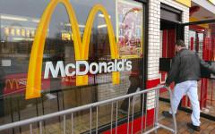 Crisi, anche McDonald's sconta l'hamburger