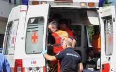 Incidente sul lavoro a Scandicci, gravissimo un giardiniere travolto dal furgone del figlio