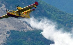 Grosseto: incendio a santa Fiora, in fiamme 15 ettari di bosco. In azione elicotteri e canadair
