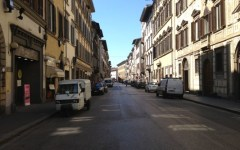 Via Cavour 'vendesi'. Scomparsi i negozi storici