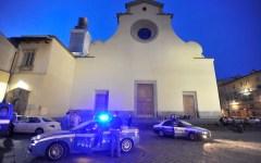 Firenze: in Santo Spirito cade pezzo di cornicione. Ferito un 22enne