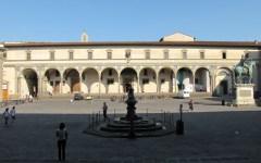 Firenze: stendono il bucato in Piazza Santissima Annunziata. Multate dalla polizia municipale