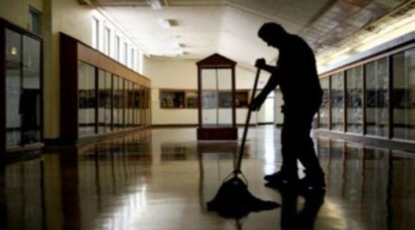 Il bidello condannato lavora in un liceo del fiorentino