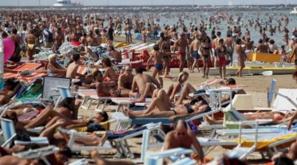 In migliaia sulle spiagge toscane nel primo week-end estivo