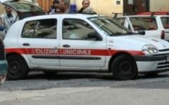 Aggrediscono automobilista e vigili, arrestati