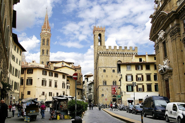 Piazza San Firenze diventa pedonale