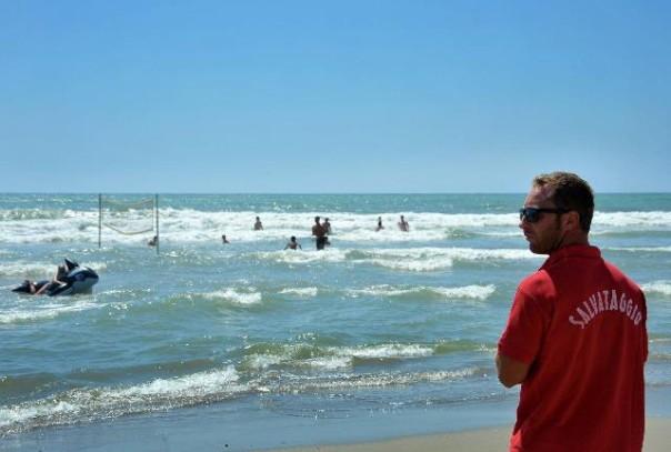 Spiaggia di Viareggio e i controlli dei bagnini