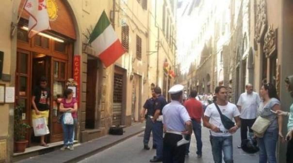 Lo stabile di via Condotta a Firenze dove si è consumato il delitto ed il ferimento grave
