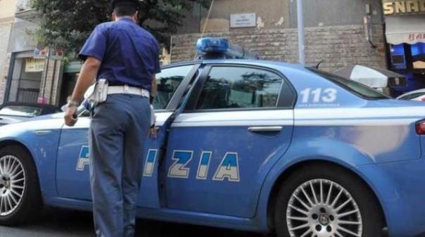 La Polizia di Pisa ha preso in carico le nomadi bloccate dal venditore cingalese