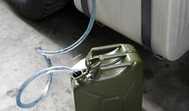 L'odore della benzina ha messo nei guai un romeno 23enne