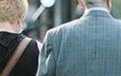 A 90 anni sposa badante 40enne e muore, per i figli è omicidio