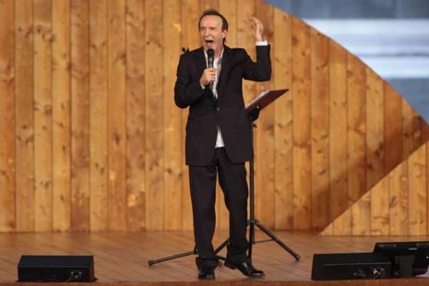 Roberto Benigni in scena con TuttoDante
