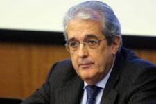 Il ministro Fabrizio Saccomanni alle prese con i conti del Paese