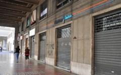 Crisi, dal 2011 ad oggi scomparsi 136 negozi al giorno