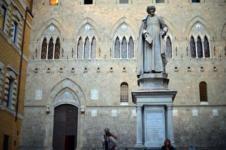 Mps, la sede della banca in piazza Salimbeni a Siena