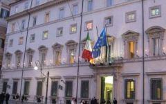 Borsa, banche in caduta libera: vertice d'emergenza a Palazzo Chigi